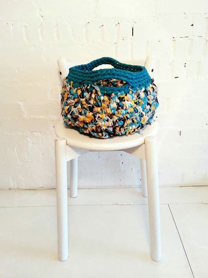 One of my favourites fluffy bags, in trapilho and tulle #crochet