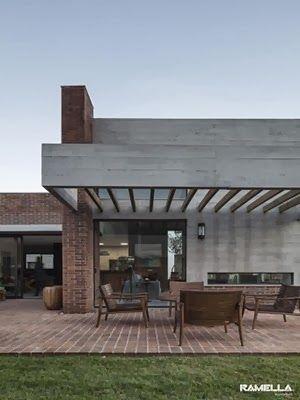 Fachada de hormigón y ladrillo visto Casa Hoff / Arquitectos Ramella, Brasil
