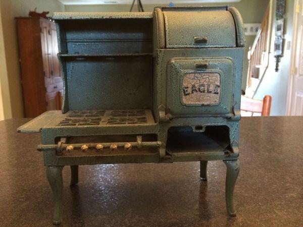 Antique Spotlight: Kitchen Stoves