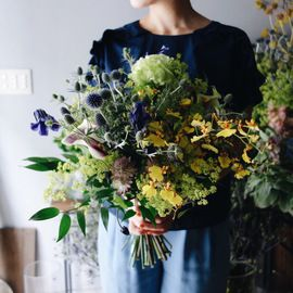 きれいなお花を長い時間楽しめるドライフラワー。生花からドライになるまでの工程を味わうのもまた素敵な時間です。ドライフラワーを作ったことのない人にも作りやすいお花をまとめてみました☆