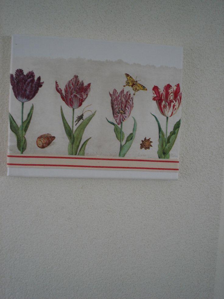 tulpen servet met een leuk bandje afwerken .op een canvas schilderijtje.