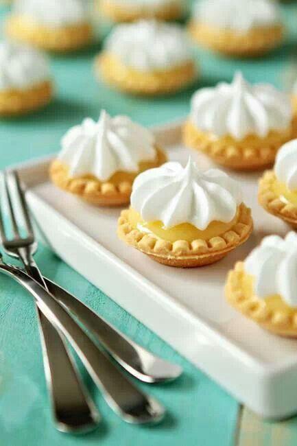 Mini lemon meringue pie