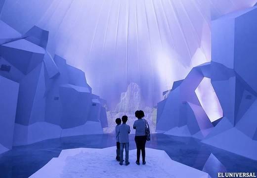 Feria ambiental en Brasil: instalación multimedia sobre los efectos del calentamiento global en los glaciares.