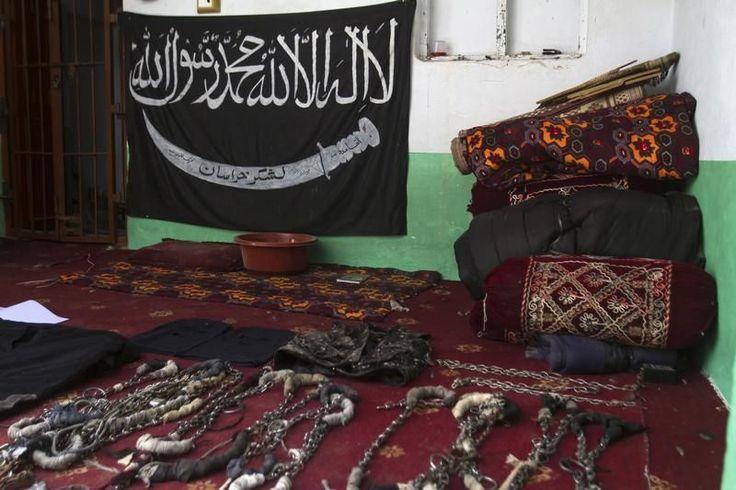 17.12.14 / Les talibans, des extrémistes de plus en plus extrêmes / La condamnation de l'attaque de l'école de Peshawar par les talibans afghans met en lumière les dissensions au sein du mouvement islamiste / Si la différence entre «bons» et «mauvais talibans» est une vue de l'esprit entretenue par les services secrets pakistanais, la division au sein de la galaxie des «étudiants en religion» est en revanche bien réelle. A preuve, la condamnation par les talibans afghans, eux-mêmes alliés…