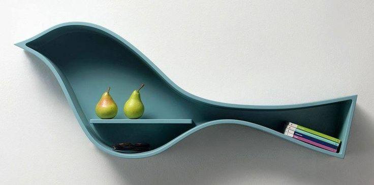 """Birdie http://www.design-miss.com/birdie/ Il designer giapponese Hiroshi Kawano ha disegnalo """"Birdie"""" la libreria a forma di uccello, disponibile in 4 colorazioni.   Via hiroshikawanodesign.jp"""