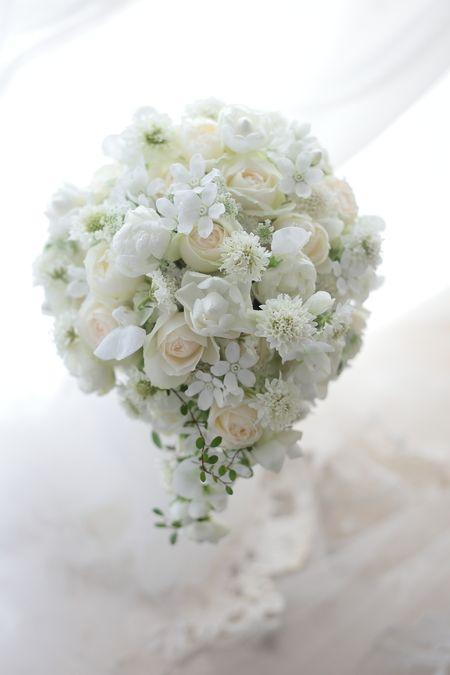 pretty white bridal bouquet