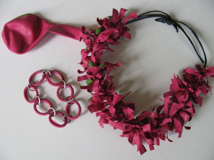 ketting en armband van fietsband en ballon/inner tube and balloon