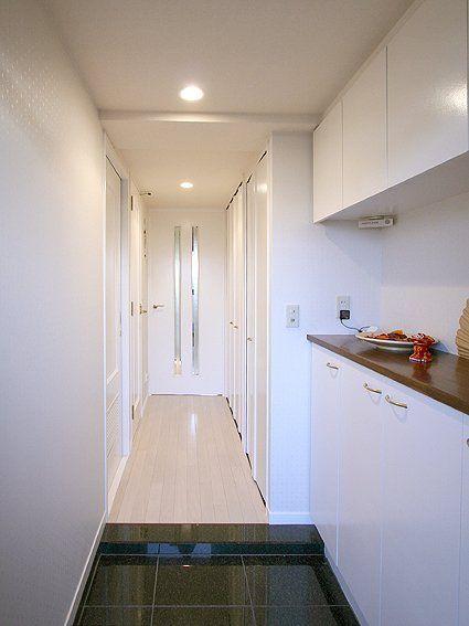 マンションの玄関 コーディネート 防音フローリングを特注色で オフホワイトの空間
