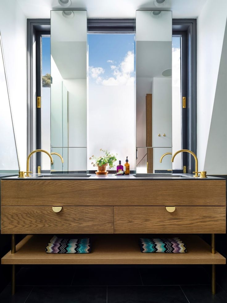 The bathroom with spectacular views ...