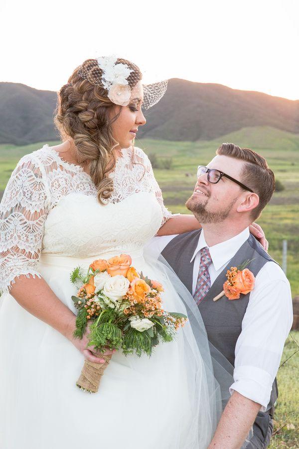 plus size bride, curvy brides, pretty pear bride   Pretty Pear Bride   Photography: Jennifer Demo Photography   Read more: http://prettypearbride.com/real-plus-size-wedding-vineyard-wedding-in-california-wine-country-jennifer-demo-photography/