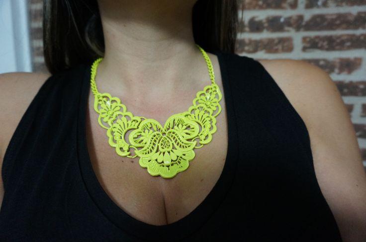 Collar verde limón escríbenos a  Whats App 3002051180 o  en fb https://www.facebook.com/complemento.LauO/