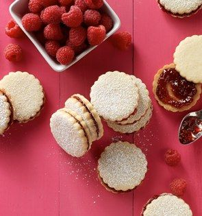 Check out this delicious recipe for Raspberry-Almond Sandwich Thins from 25 Merry Days at Kroger!