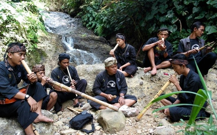 Blowing the Gong: New Traditions in Sumedang