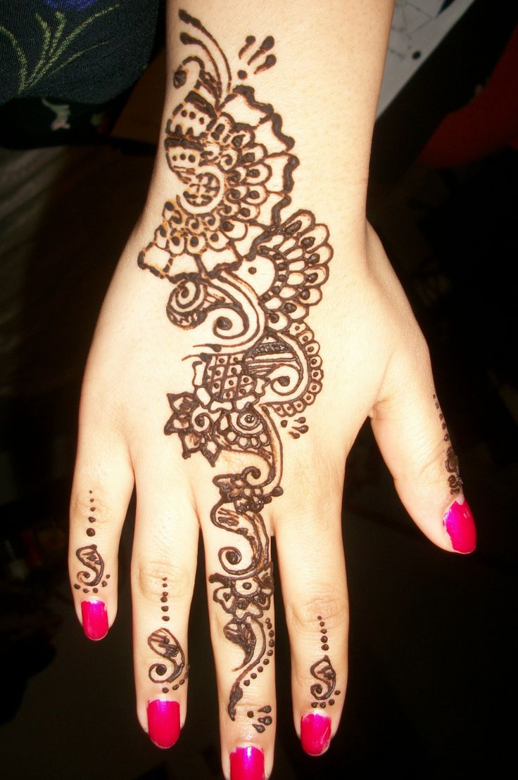 Well, think again. Because mehndi is back, and has captured hearts across the globe. Not just the ex-generation but the next-generation is also getting their hands (pun intended) into some cool mehndi or henna tattooing. Fortunately, we have a curated collection of the top 13 swankiest mehndi tattoo designs, right here, only for you.