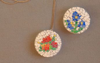 make eggshell mosaic pendants with the kids!