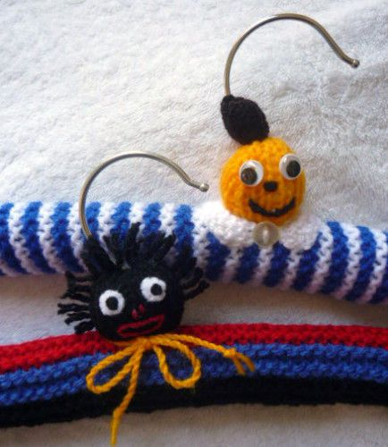 KNITTING-PATTERNS-TOY-DOLL-GOLLIWOG-BANANAS-COATHANGERS-X-2