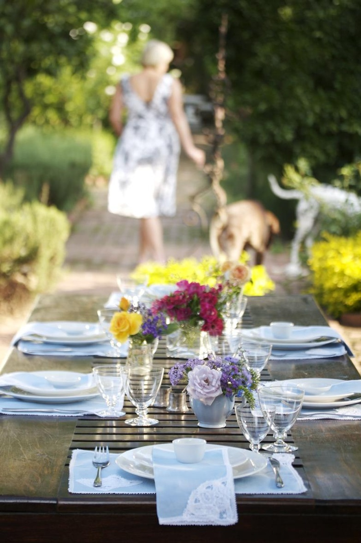 Beautiful summer table from  Kos is op die Tafel! Courtesy of Lapa Publishers. Photo by Adriaan Vorster