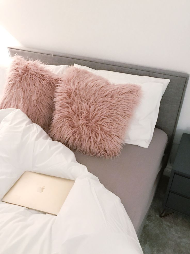25 best ideas about decorative bed pillows on pinterest for White fur bedroom