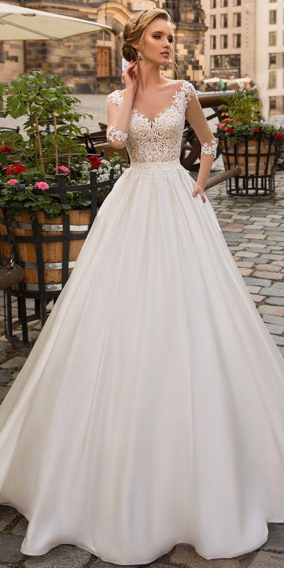 Modeste Tulle & Satin Décolleté Gown De Mariée A-ligne Avec Des Appliques De …