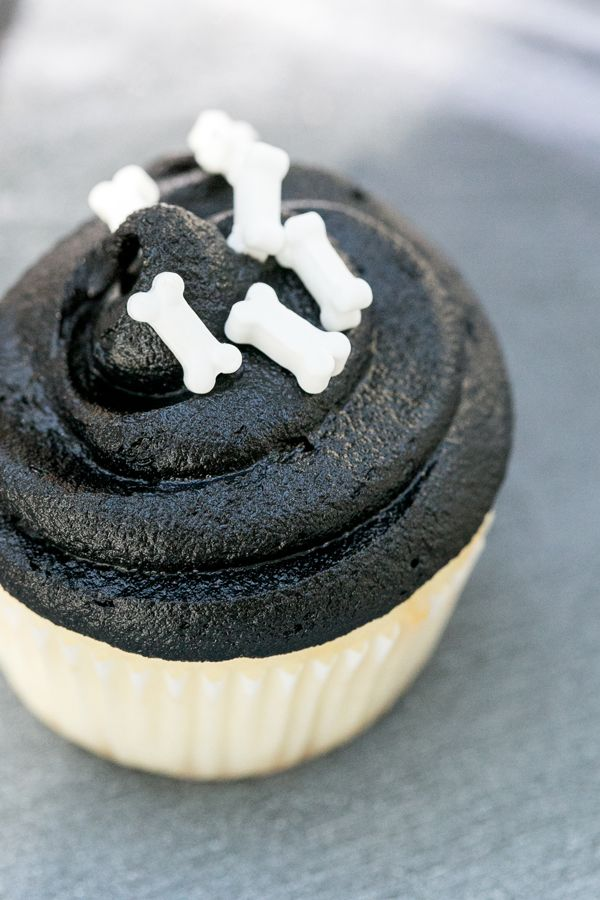 Black icing and bone-shaped candies make for the perfect Halloween cupcakes!
