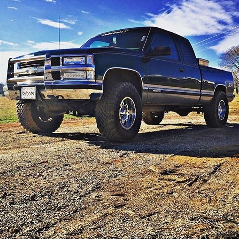 """1998 Chevy K1500 3"""" Rough Country Suspension 17"""" MotoMetal 975 -12mm offset 35"""" Toyo Open Country M/T"""