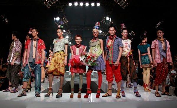 Lenny Agustin #batik #fashion #indonesia