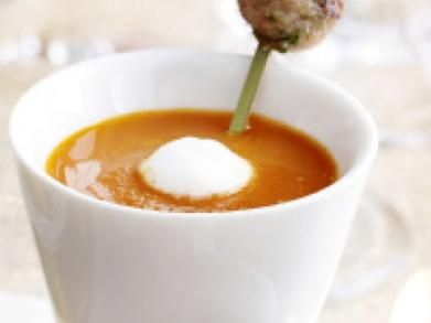 Soepje van geroosterde kerstomaat met harissa (Libelle Lekker!)