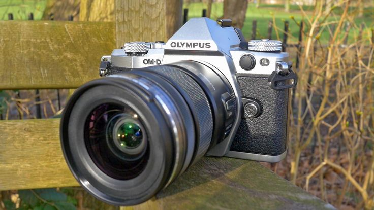 Pete from London Camera Exchange takes you through a first look at the new Olympus OMD E-M5 MkII. Olympus' new Micro Four Thirds CSC Camera.