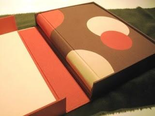 Libro y caja a medida.