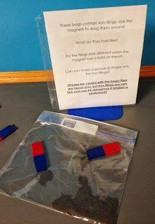 ijzervijlsel in een plasticzakje doen en afplakken. zo ontdekken de kleuters hoe het ijzervijlsel op verschillende magneten reageert en ontdekken het effect van de 2 verschillende polen van een magneet.