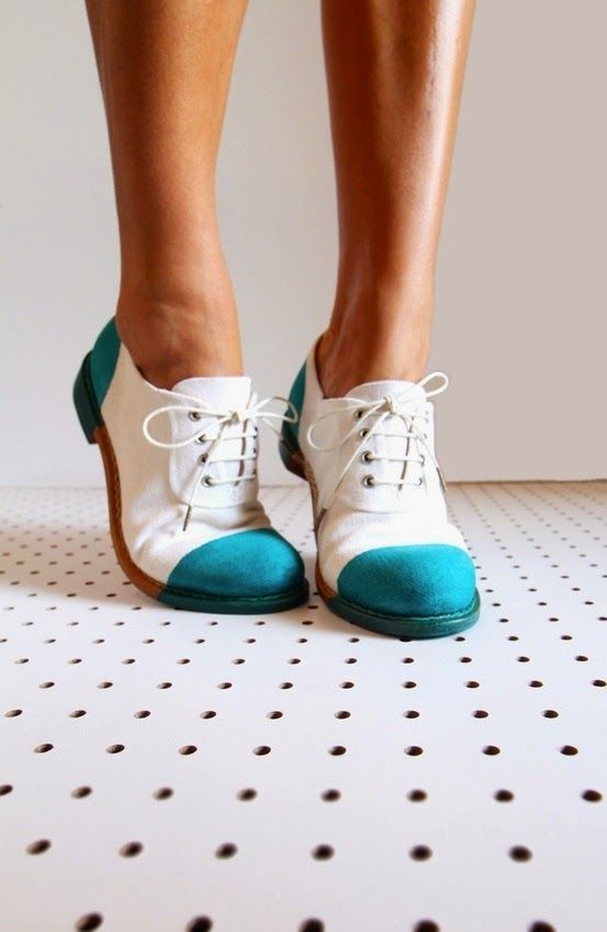 Tendance Chaussures  Blue and White Ladies Oxford Shoes   That Stylish Girl  Tendance & idée Chaussures Femme 2016/2017 Description Oxford shoes became popular in the 1940s as well & were worn by both men for formal or everyday use & by women for everyday/sporty use.