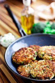 Vegetariánské karbanátky - uvaříme a rozmixujeme brokolici, 3 mrkve, 200 g čočky, přidáme česnek, 2 vejce, strouhanku, sůl, majoránku, pepř. Směs dáme vychladnout do lednice. Karbanátky obalujeme ve strouhance a smažíme.