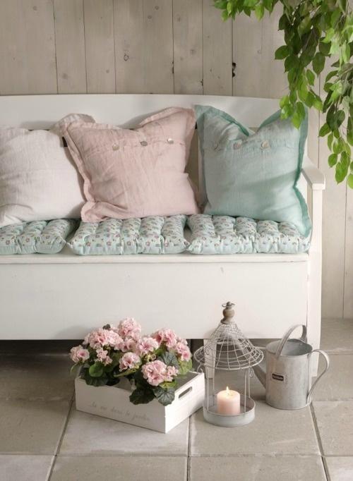 pastel - cushions - sierkussens - tuindecoratie