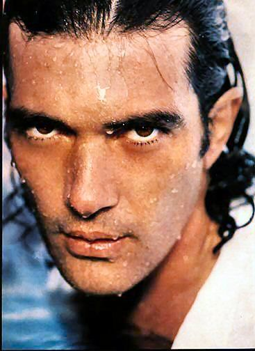 Google Image Result for http://wetmen.provocateuse.com/images/photos/antonio_banderas_03.jpg