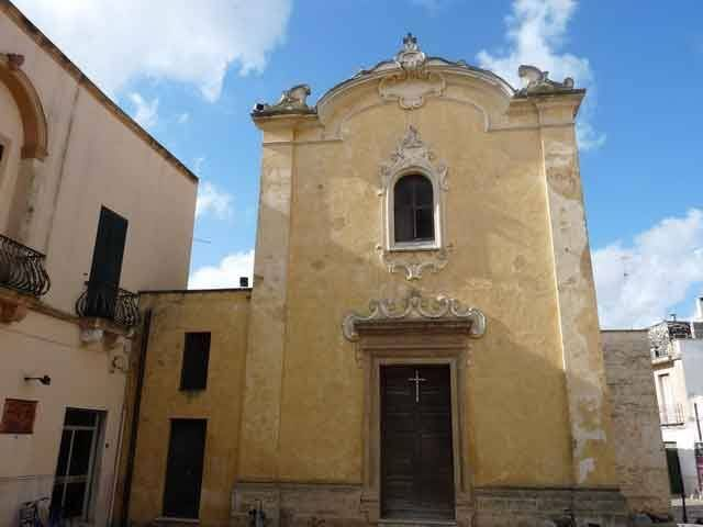 La chiesa di Sant'Oronzo, è una chiesa barocca di Campi Salentina edificata tra il 1662 e il 1670. Fu voluta dall'arcivescovo di Lecce Luigi Pappacoda in seguito alla scelta dei campioti di eleggere come protettore Sant'Oronzo.