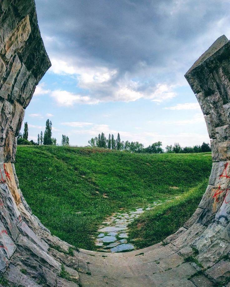 Slobodište #momument by Bogdan Bogdanović / www.spomeniky.com/slobodiste / #balkan #spomenik #brutalist #utopian #concrete #brutalism #architecture #slobodiste
