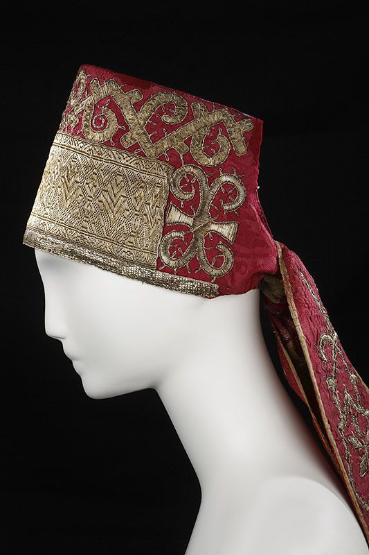 type of maiden headdress. Traditional Russian costume