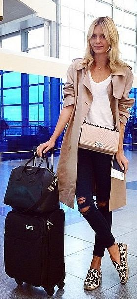The best jeans for the airport? Ripped ones, of course!