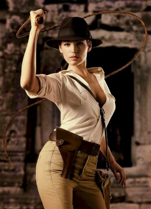 Awesome Femme Indiana Jones cosplay