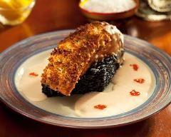 Pavé de saumon en croûte et risotto noir à la crème : http://www.cuisineaz.com/recettes/pave-de-saumon-en-croute-et-risotto-noir-a-la-creme-83796.aspx