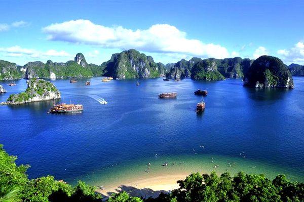 """ベトナム 世界遺産としても有名なベトナム随一の景勝地""""ハロン湾"""""""