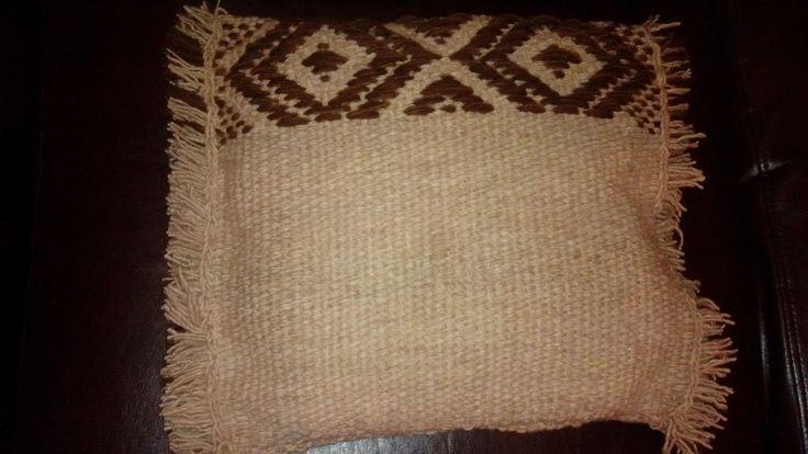 Cojin con diseño tradicional mapuche huilliche