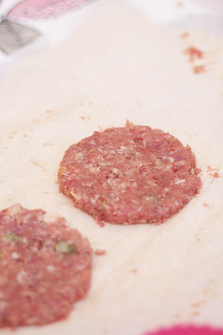 Aprende a aliñar la carne picada para hacer hamburguesas perfectas
