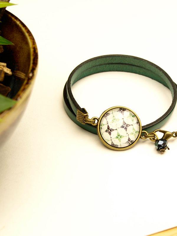 Bracelet cuir bohème  https://www.etsy.com/fr/listing/294688865/bracelet-en-cuir-bleu-pour-femme?ref=shop_home_active_9