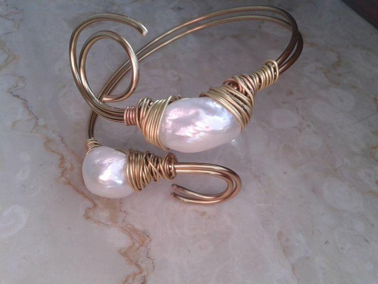 bracciale wire grosse perle barocche bianche, by tizianat, 17,80 € su misshobby.com