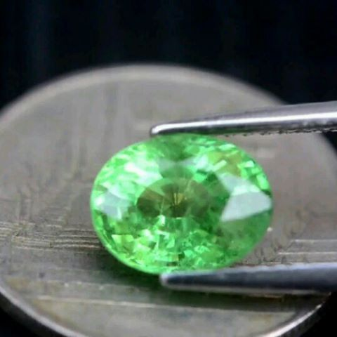 "30 Likes, 4 Comments - Suma Boutique (@sumagemboutique) on Instagram: ""Certified 2.10 Carats Untreated Natural Green Tsavorite Garnet  Dimensions : 8.6x6.7x4.8 mm Shape :…"""