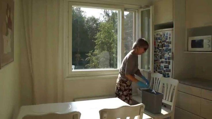 На видео я чисто мою окно из 8 стекол за 9 минут, поэтому пользуюсь просто холодной водой. Рассказываю, как это делаю.