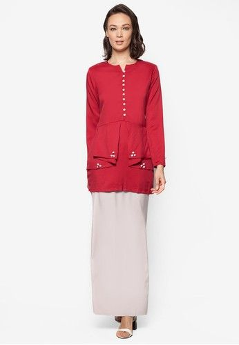 Baju Kurung Modern from Gene Martino in Grey and Red Keep your lines clean and your clothes chic. Known to make a statement in one way or another, Gene Martino decides to go with a colourblocked theme to portray an effortlessly confident look. Walk with your head held high with this on.Top- Polyest...