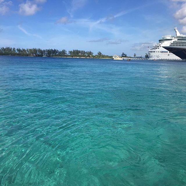 【uyqm】さんのInstagramをピンしています。 《海綺麗だった🏝🚢 #バハマ#bahamas#クルーズ#ナッソー#Nassau#カリブ海#海#加工なし#でも#やっぱり#🙊#そして#また#早起き#これが#時差ボケかな》