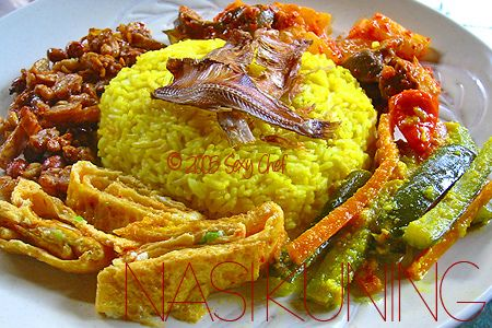 A super yummy NASI KUNING or you may called it yellow rice is a rice dish cooked with coconut milk. The yellow colour came from tumeric (or kunyit in Indonesian). This dice usually served in special occasion along with egg, pickles, sambal/chilli, fried chicken, potato fritters, etc. Recommended!